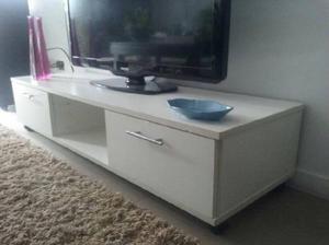 mesa para TV en melamina de bello diseño