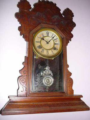 a56e44722b66 Argentina. Antiguo reloj de pared o sobre mesa waterbury con pendulo