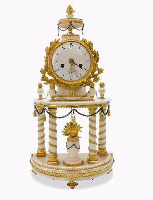 Antiguo reloj francés del siglo xviii en bronce y mármol