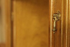 Mueble aparador de dos piezas impecable