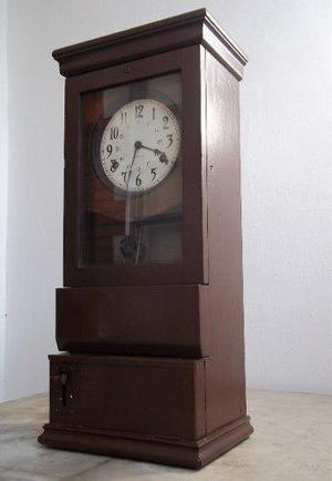 Reloj antiguo de colección con péndulo