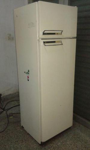 Heladera columbia chf1200, con freezer, garantía.-