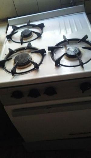 Cocina orbis, tres hornallas, horno, gas natural o envasado.