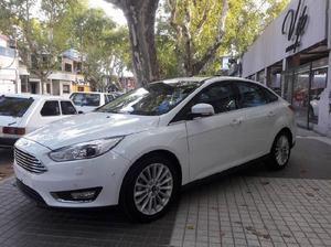 Ford focus titanium 4 puertas