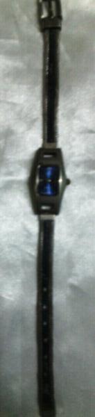 Fino reloj pulsera de mujer q&q original