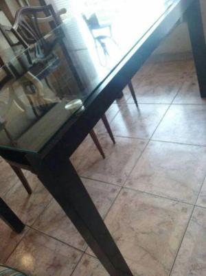 Preciosa mesa de moderno diseño