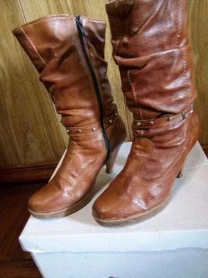 Botas, altas y cartera de cuero.color marrón. n°36. oferta