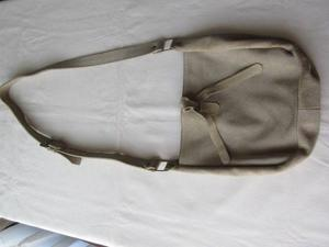 Cartera de gamuza, color natural, marca sail!!!, casi