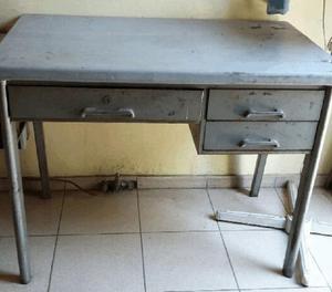 Vendo escritorio metálico