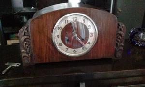 Reloj a péndulo antiguo