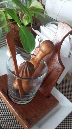 Mortero / vaso de vidrio con accesorios de madera de