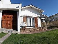 Casa a cuatro cuadras del mar con patio y garage. código