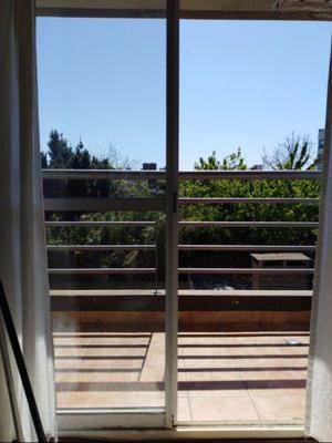Depto monoambiente con balcón luminoso zona céntrica.