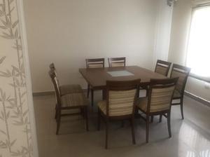 Mesa cuadrada 1,30 mts 8 sillas tapizadas