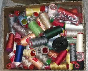 Lote de hilos nuevos y usados, diferentes colores