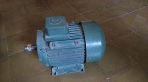 Motor trifásico corradi