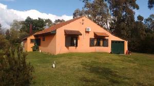 Casa quinta 3 amb con 8200 m2 de parque en el barrio el