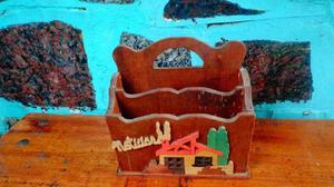 Porta cartas de madera
