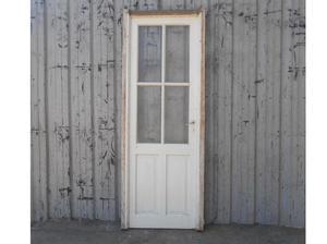 Antigua puerta tipo crucero de madera en cedro con marco