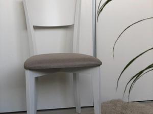 Mesa 1,6 mts de madera con vidrio más 6 sillas tapizadas