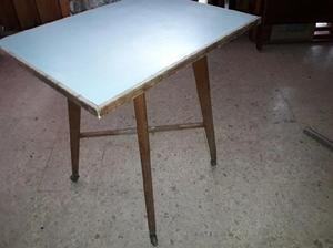 Mesa para televisor antigua