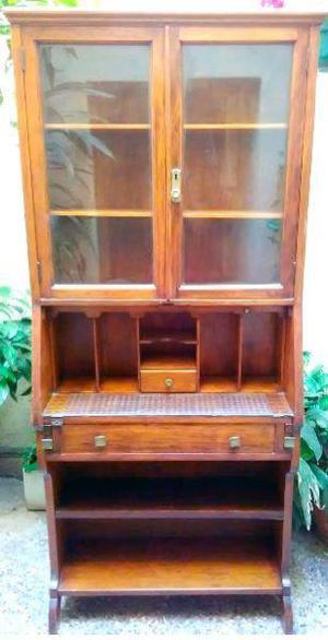 Antiguo cristalero con vitrina o aparador original,