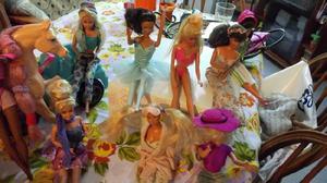 Vendo combo barbie usadas algunas muy buen estado ropa y