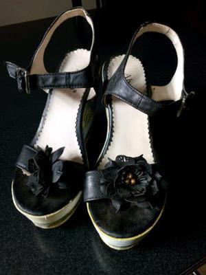 Vendo hermosas sandalias en muy buen estado