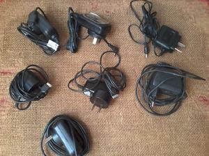 Set de 7 cargadores de celulares antiguos varias marcas
