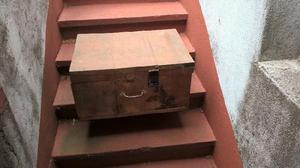 Caja de madera antigua para herramientas