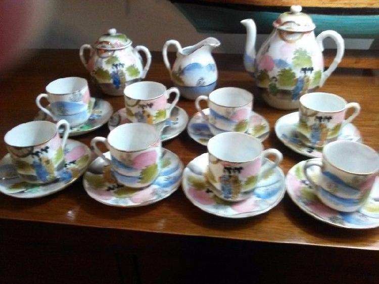 Juego de 8 tazas de café. fina porcelana japonesa pintada a