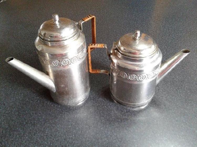 Vendo tetera y cafetera antiguas alemanas, de metal labrado