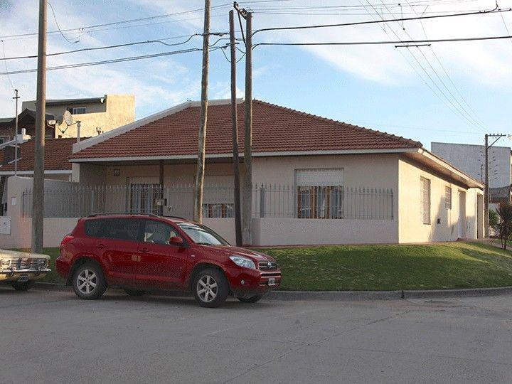 Amplia casa a cuatro cuadras del mar y diez de la peatonal.
