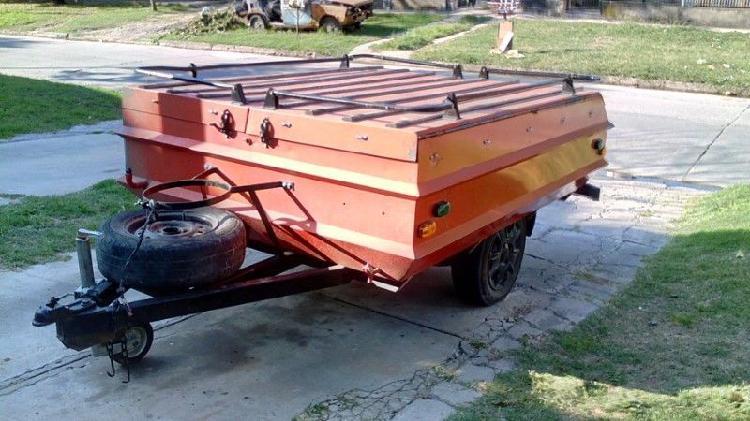 Casa rodante o trailer carpa con tanque de agua y rueda