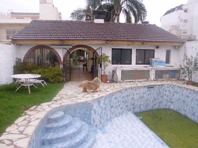 Ramos mejia casa 6 amb. en 2 plantas con piscina v402