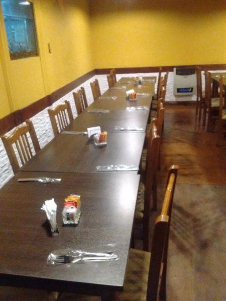 Vendo lote de silla y mesas de roble con cubre silla y mesas