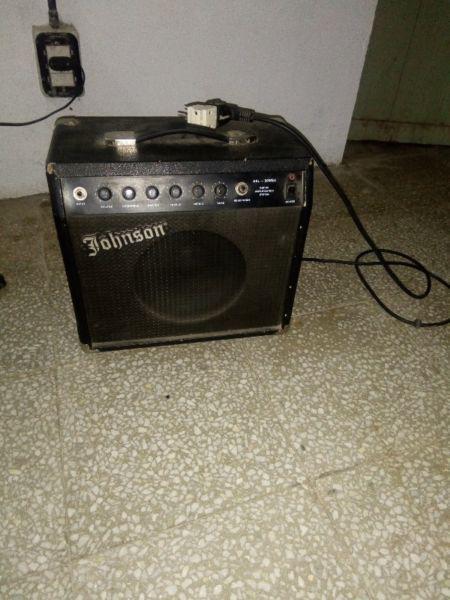 Amplificador de guitarra vendo urgente