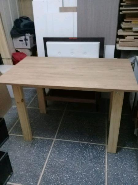 Mesa nueva de madera