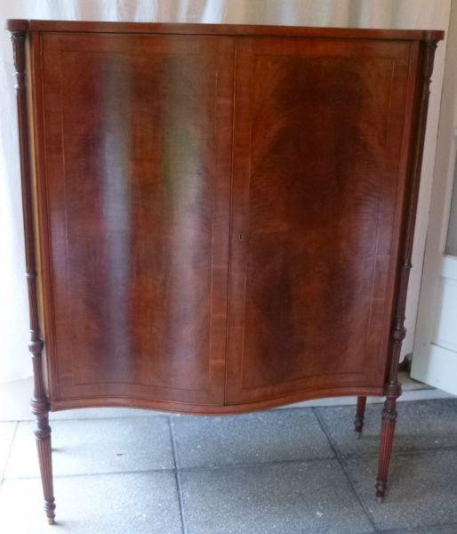 Vajillero antiguo estilo inglés - enchapado con cajón