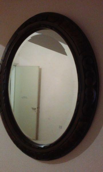Espejo oval antiguo marco en madera tallada. excelente!!!