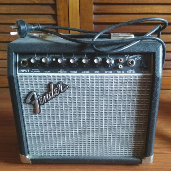 Fender squier stratocaster amplificador fender funda y