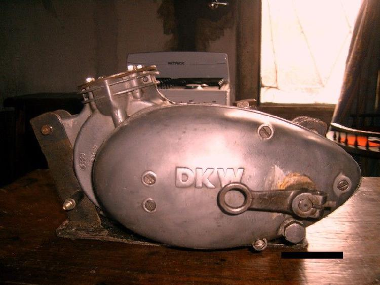 Motor de moto antigua dkw 125 y repuestos varios por