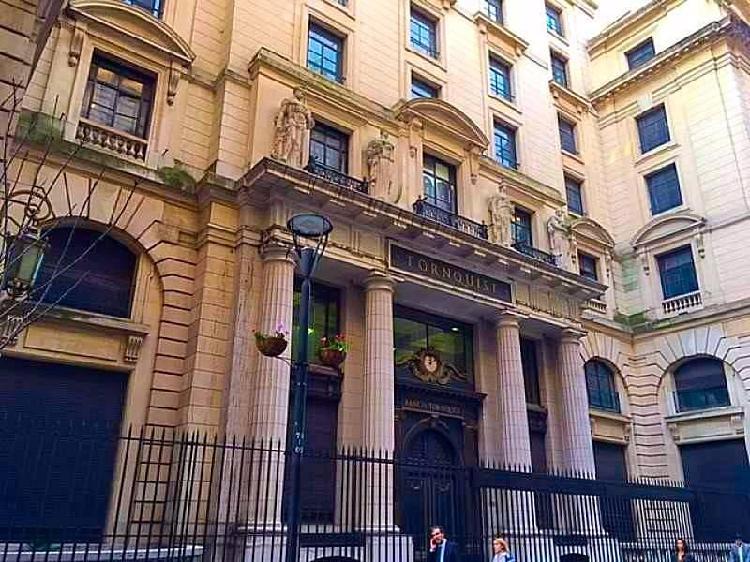 Emblemático edificio ex banco tornquist en venta en el