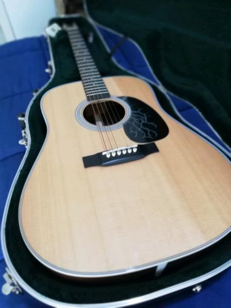 Guitarra acústica martín d-28 2017 usa igual a nueva.