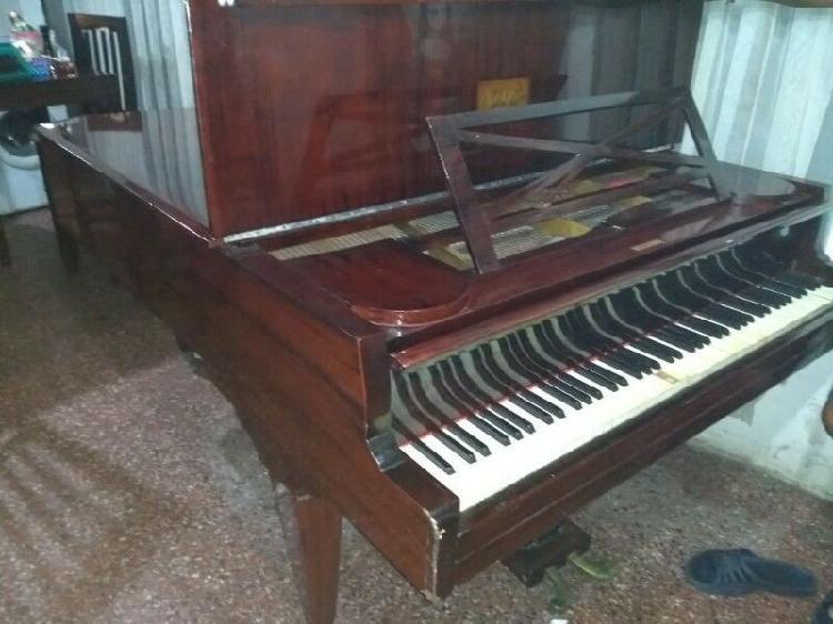 Antiguo piano de cola pleyel