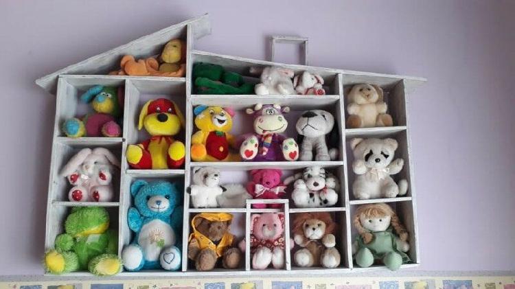 Casa de muñecas/repisa de peluches