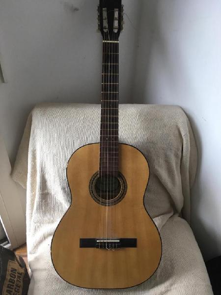 Guitarra antigüa casa nuñez de estudio