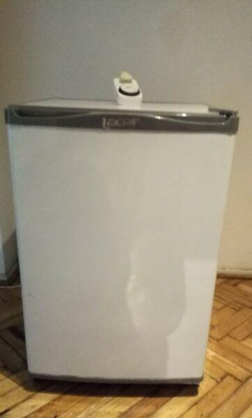 Heladera Bajomesada Lacar 170 Lts C/ Congelador