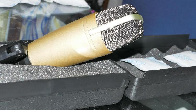 Microfono de radio/estudio behringer c1