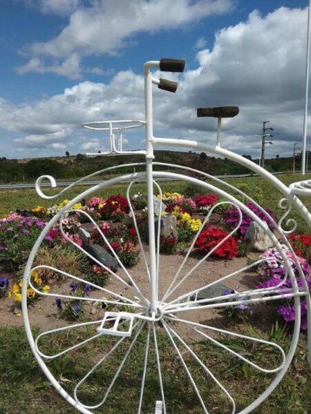 Bicicleta vintage para vidrieras, interior, posa torta y